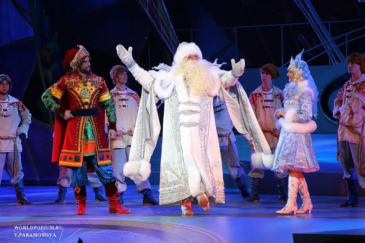 Жителей Тверской области приглашают посмотреть Кремлевскую елку онлайн