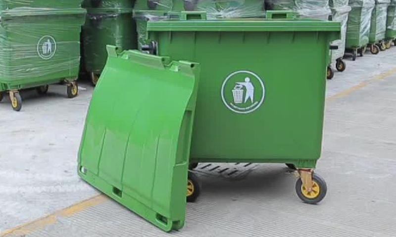В Калининском районе реконструируют 2 площадки для сбора мусора
