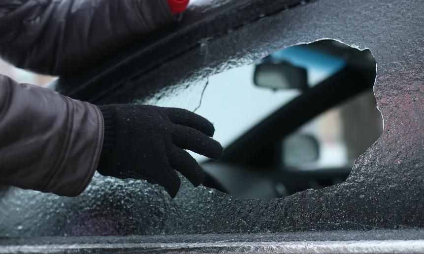 В Твери поймали рецидивиста, укравшего магнитолу и видеорегистратор из автомобиля
