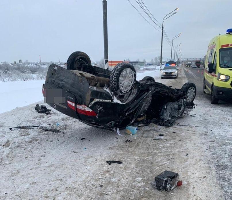 На трассе М-10 под Тверью в ДТП с фурой погиб 31-летний водитель иномарки