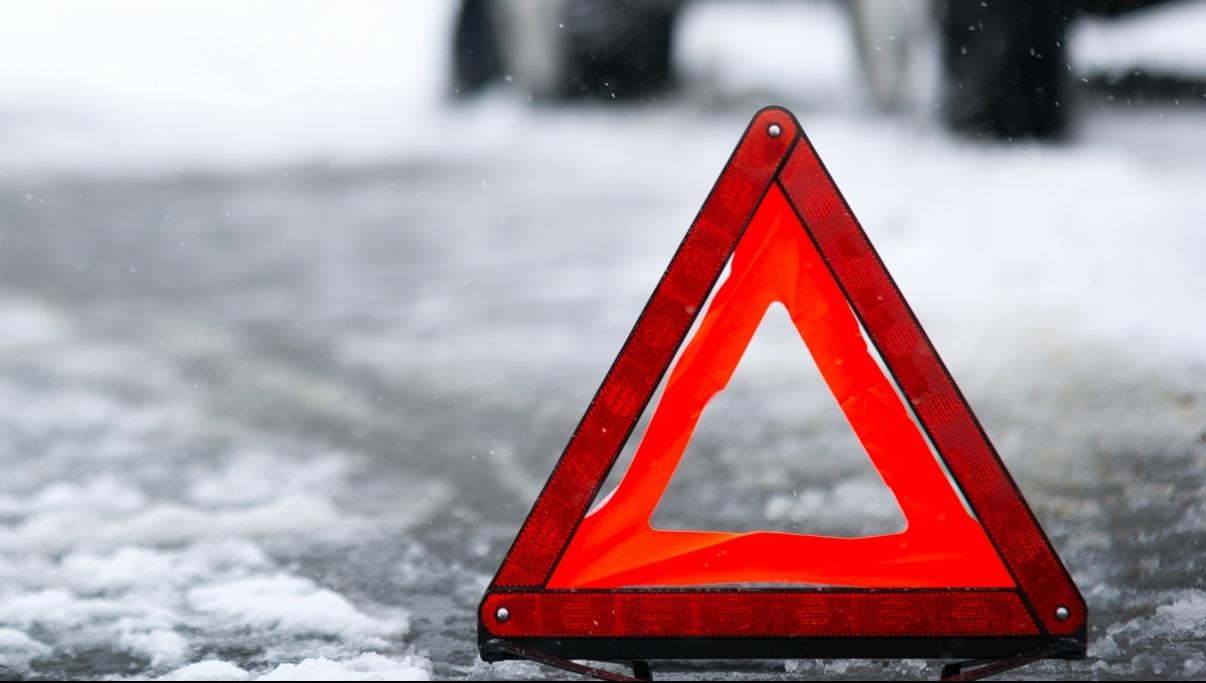 В Тверской области иномарка вылетела на обочину и сбила мужчину