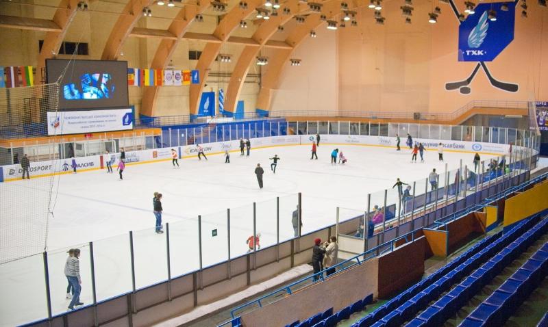 """В Твери в СК """"Юбилейный"""" проходят массовые катания на коньках"""