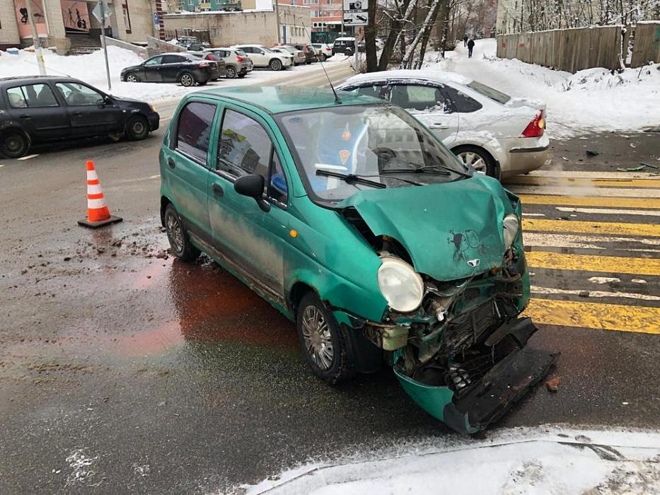 В автомобильной аварии в Твери пострадал несовершеннолетний