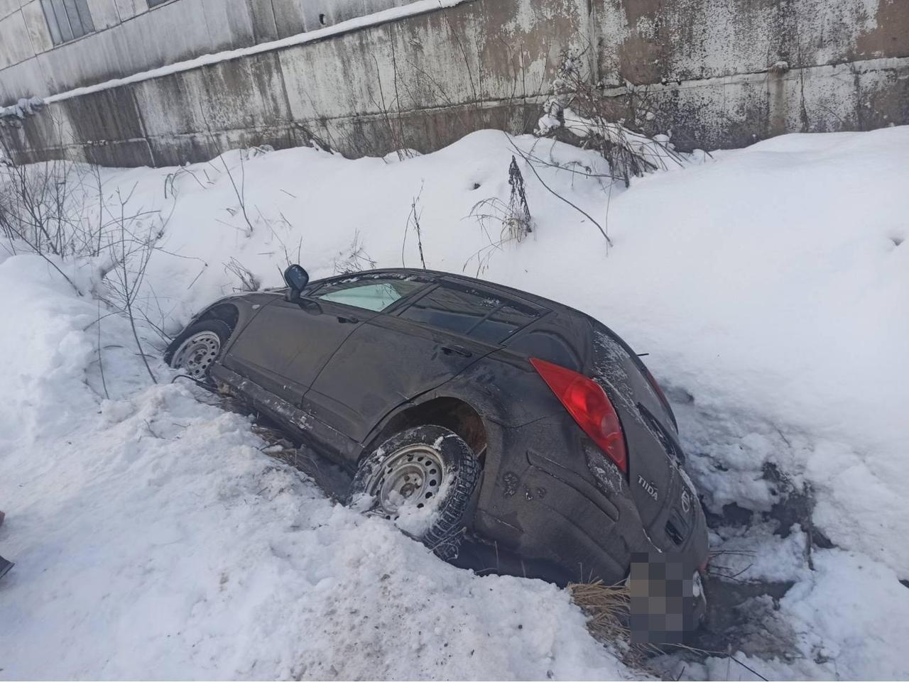 В Тверской области водитель легковушки не уступил дорогу и устроил ДТП