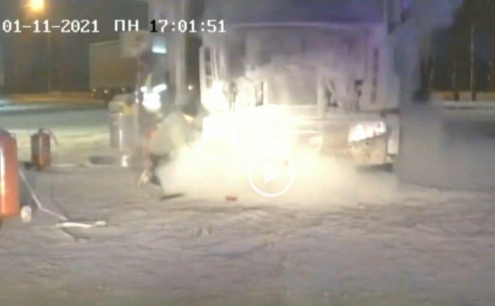 На автозаправке в Тверской области загорелась фура