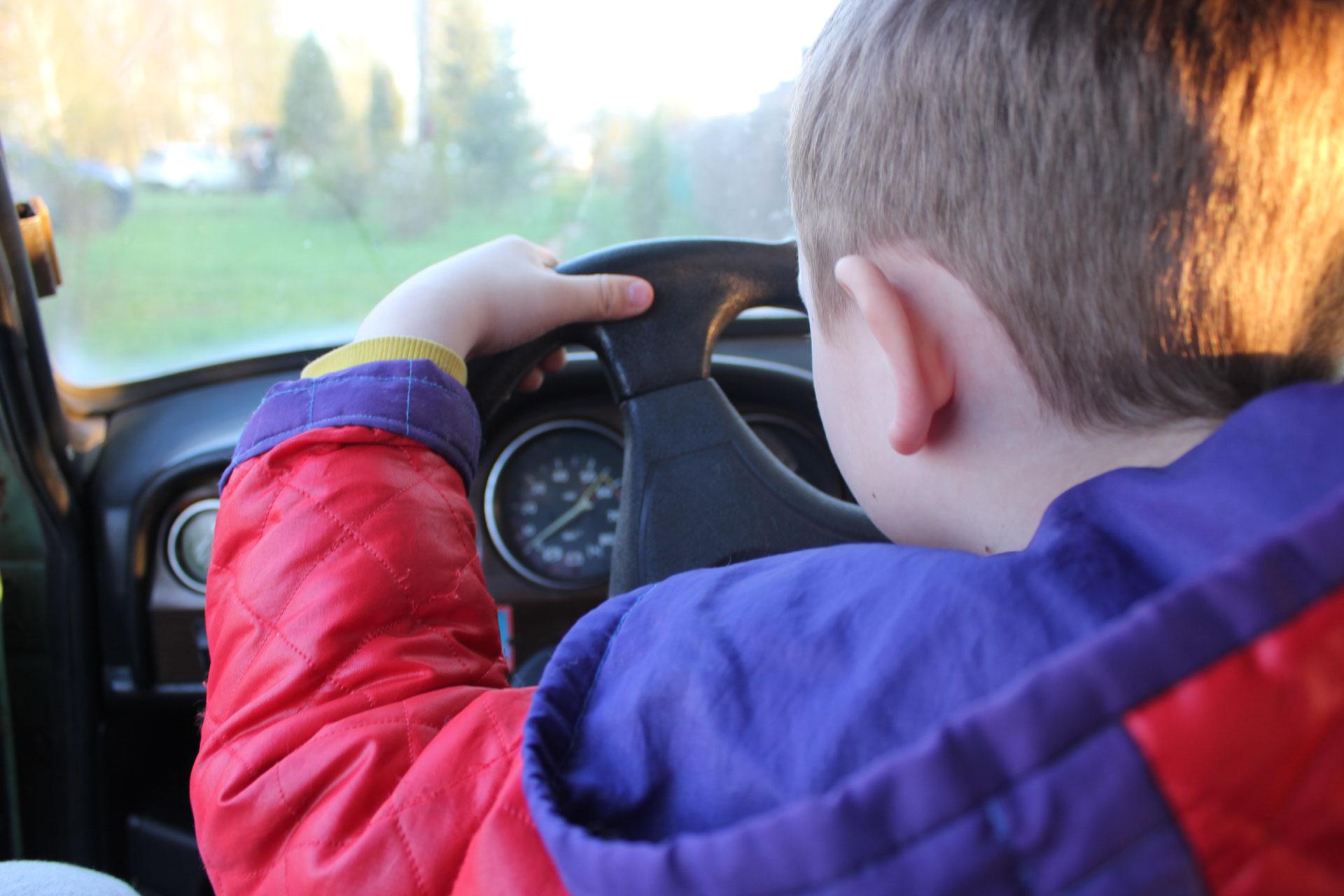 В Тверской области двое подростков угнали машины и предстали перед судом
