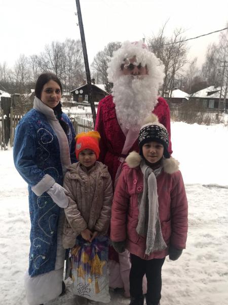 Дед Мороз в погонах поздравил с Новым годом ребят из Бологое