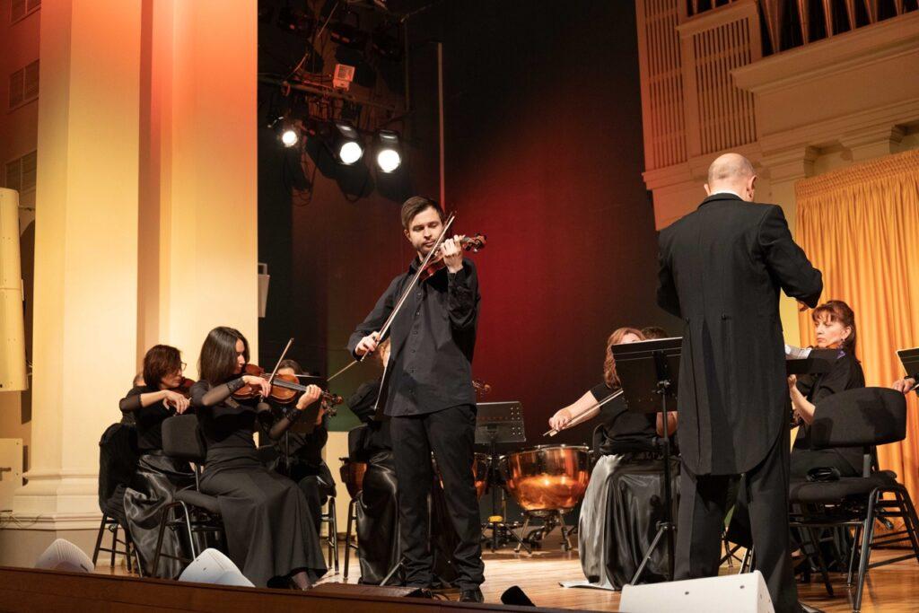 Оркестр тверской филармонии исполнил известные композиции Моцарта и Шуберта