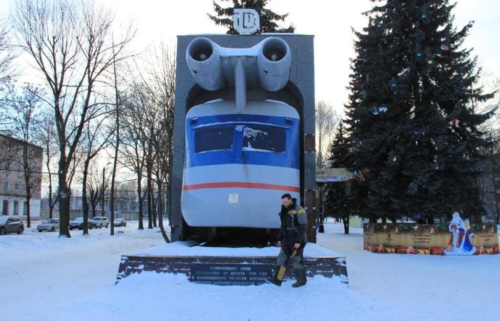 Памятник реактивному поезду из Твери стал седьмой необычной скульптурой в стране