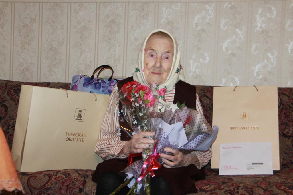 Со столетием ветерана Великой Отечественной войны Нину Михайловну Лепешенкову поздравил Игорь Руденя