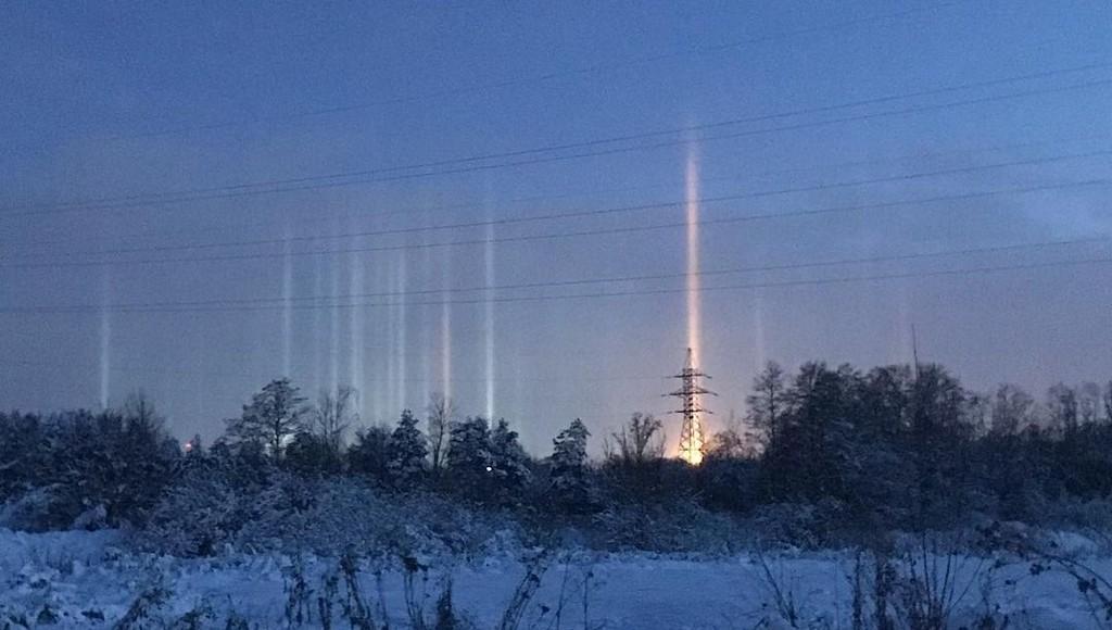 Небо над Тверью озарили световые столбы