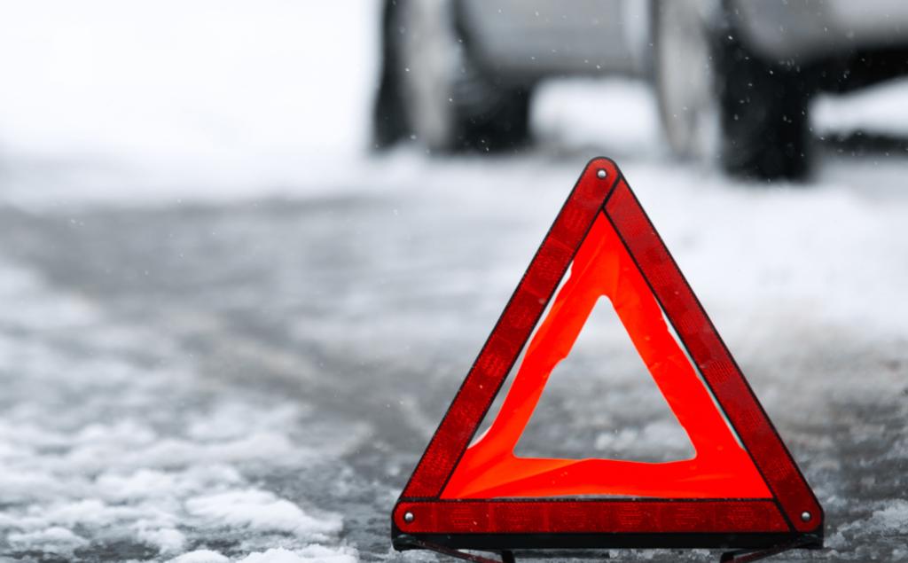 В Тверской области пенсионер подскользнулся и упал под колеса автоледи