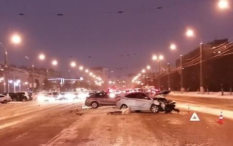 В Твери водитель иномарки спровоцировал тройное ДТП