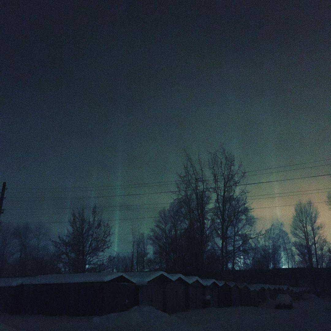 Небо над Тверью вновь озарили световые столбы