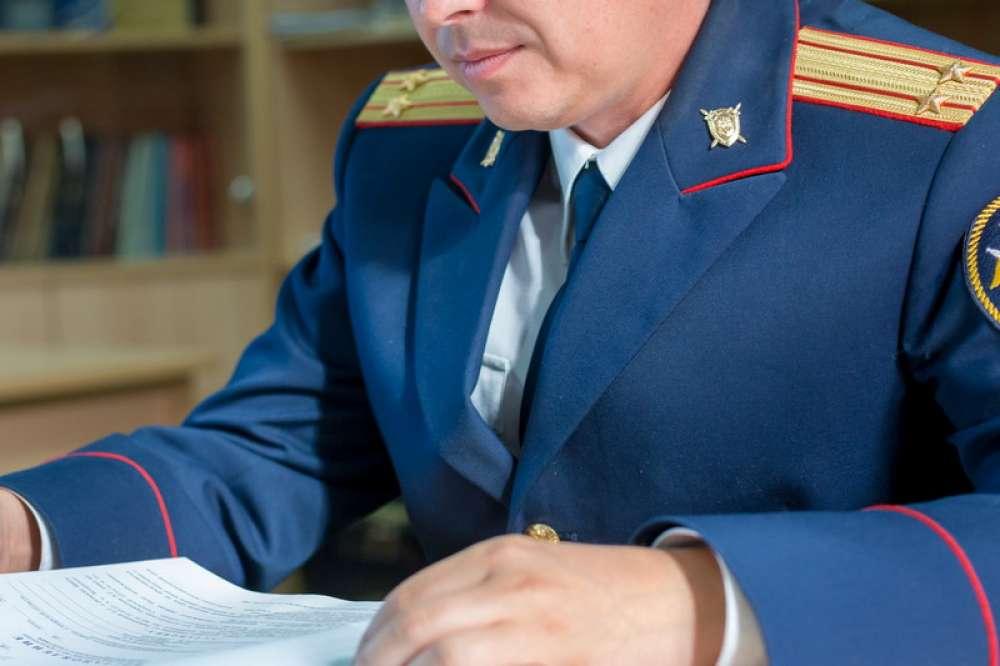 В Тверской области мужчина выгнал в подъезд своего друга, после чего тот умер