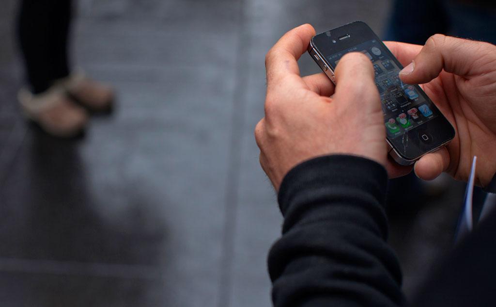 Мужчина из Твери доверился незнакомцу и остался без телефона