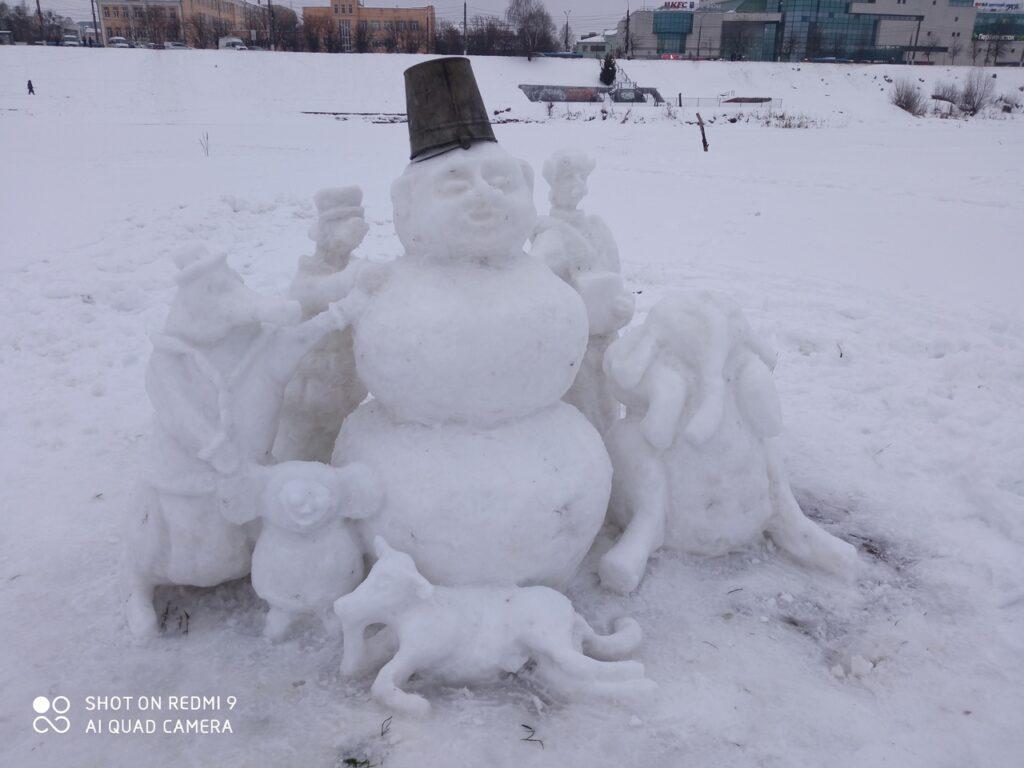 В тверском ландшафтном парке поселились снеговик и его команда