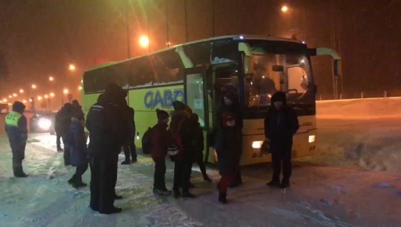 Вынужденная остановка: ДПС помогли юным хоккеистам