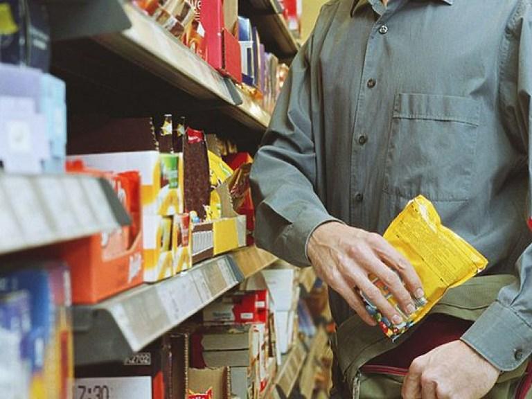 Тусовщик из супермаркетов: вору-рецидивисту грозит реальный срок