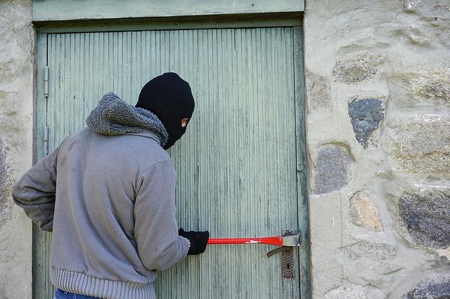 Посудный клуб: Тверские полицейские раскрыли кражу с дачных участков