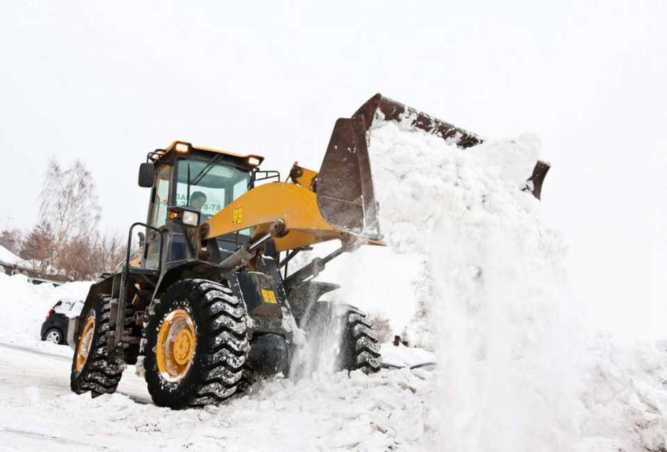 Снежные завалы убрали с Южного моста в Твери
