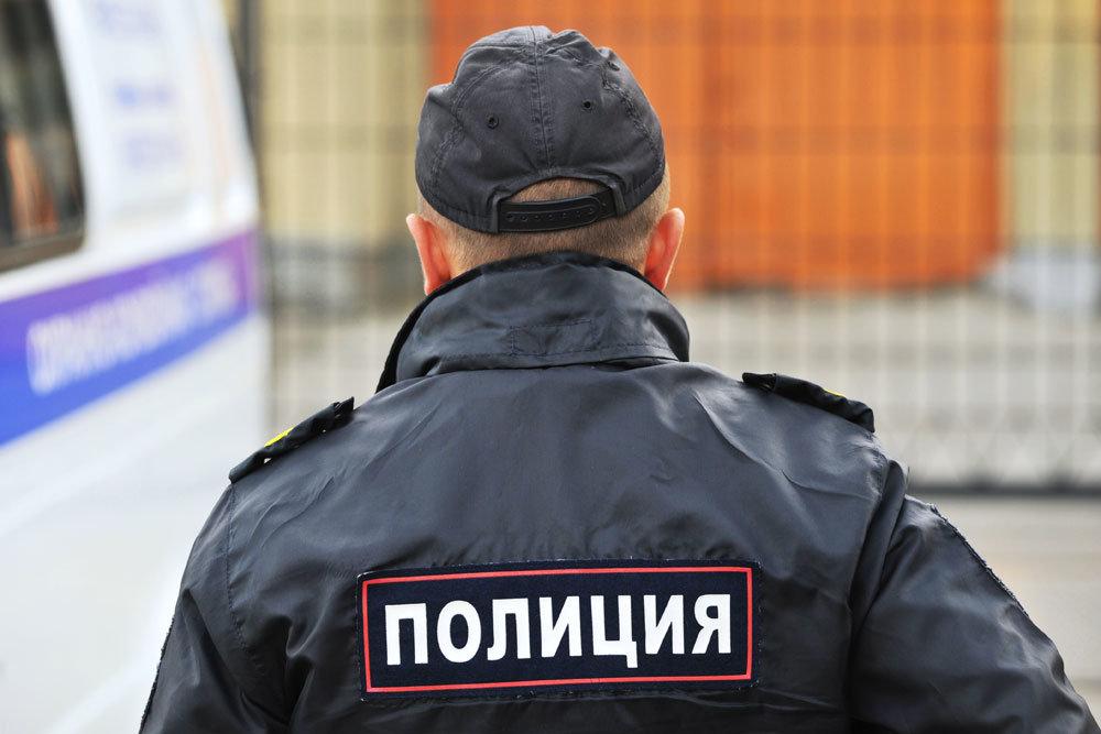 Допрыгался: в Торжке мужчина выпрыгнул из окна с ребенком на руках
