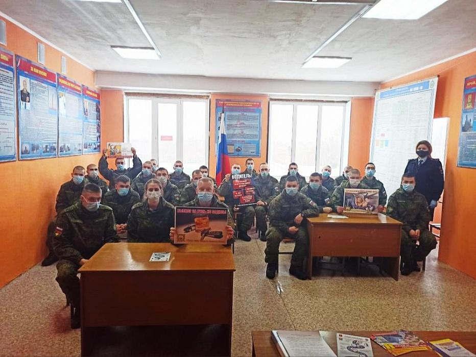 В Конаково сотрудники ГИБДД провели беседу с военнослужащими