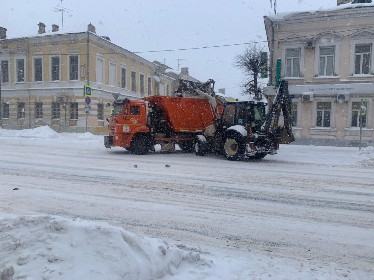 239 единиц техники задействовано в расчистке региональных и межмуниципальных дорог Тверской области