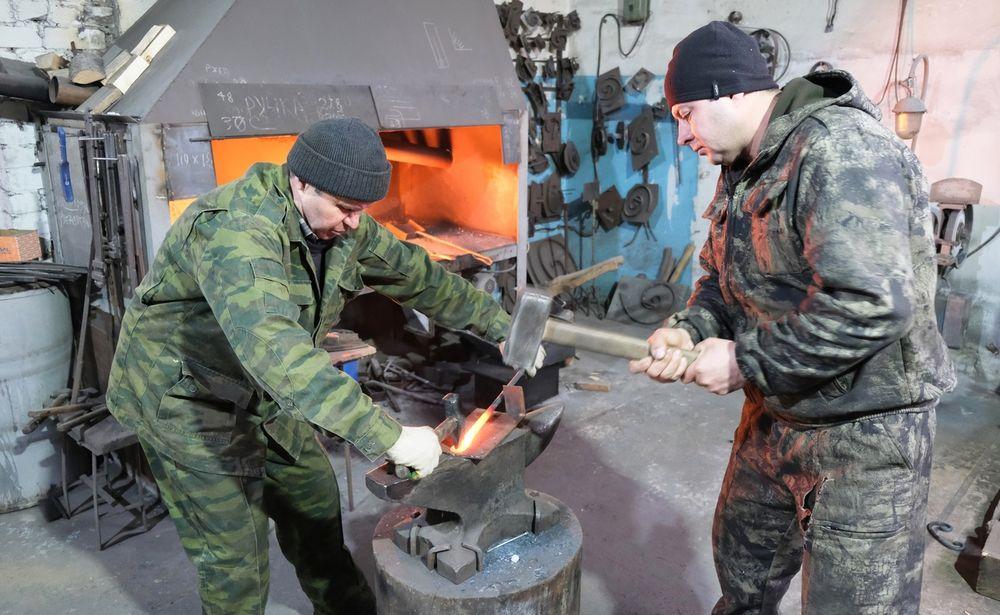 Осташковские кузнецы передают ремесленные традиции из поколения в поколение
