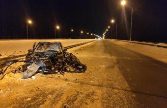В Тверской области машина врезалась в ограждение