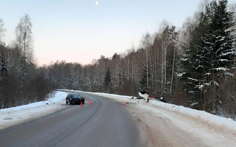 В Тверской области пенсионер на иномарке опрокинул в кювет грузовую «ГАЗель»