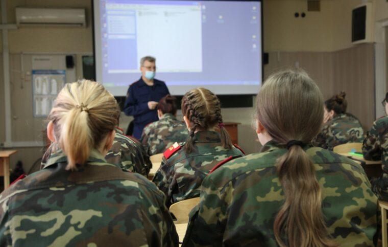 В Твери для кадетского класса прошёл урок по преступлениям и наказаниям несовершеннолетних