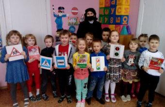 Малышей из андреапольского детского сада просветили в области ПДД