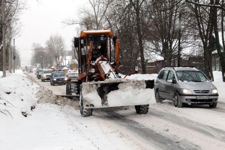 В Твери продолжается расчистка и обработка улиц