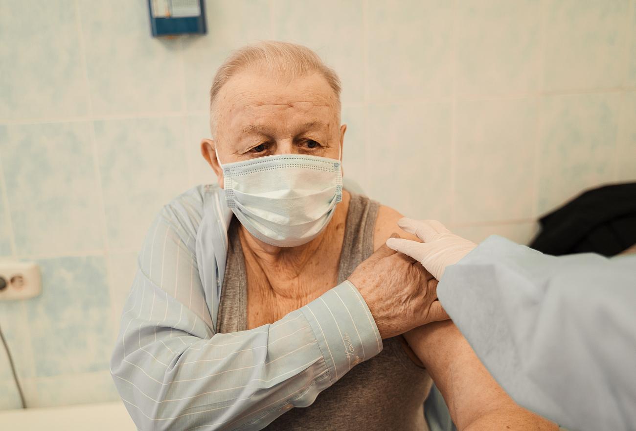 Больше 22 тысяч жителей старше 60 лет сделали прививку от коронавируса