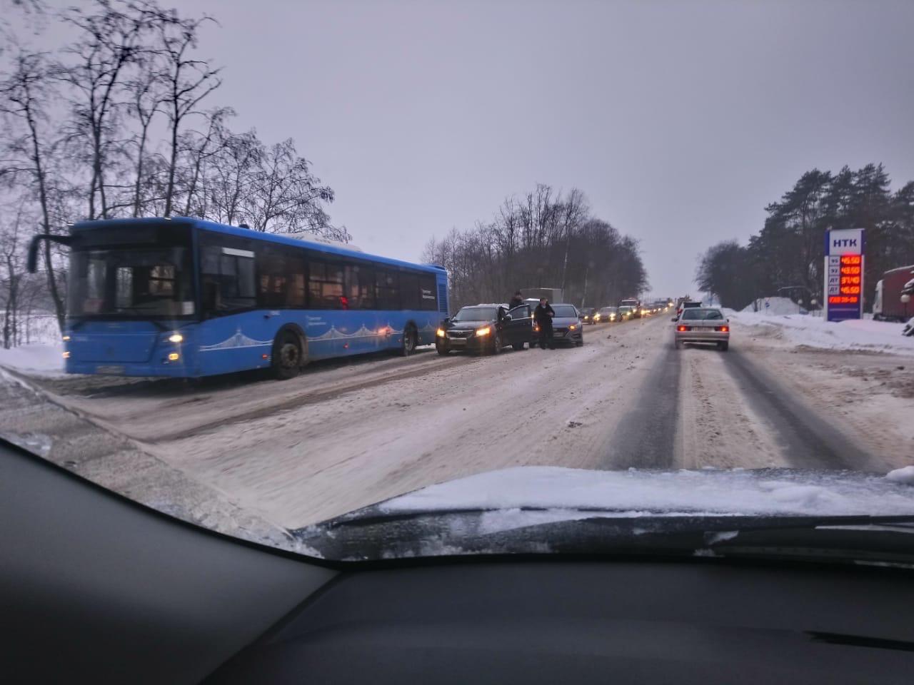 ДТП на Петербургское шоссе: две машины не поделили дорогу