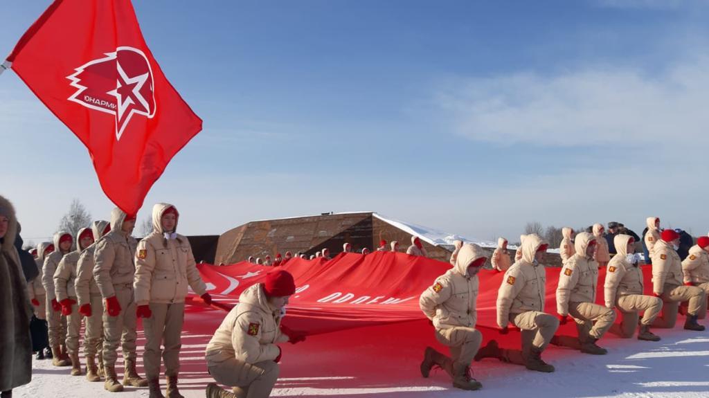 В городах воинской славы Твери и Ржеве развернули Знамя Победы