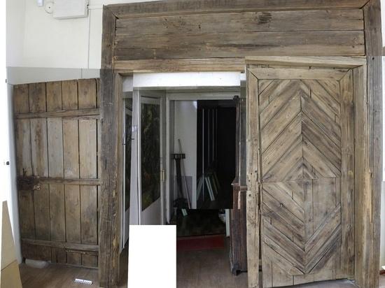 Почти двухсотлетние ворота выставлены в музее в Тверской области