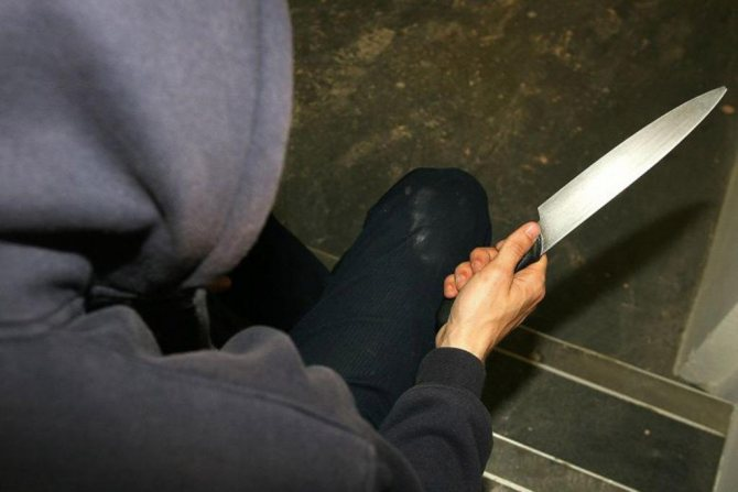 В Тверской области молодой человек решил проучить  сожительницу и её подругу с помощью ножа
