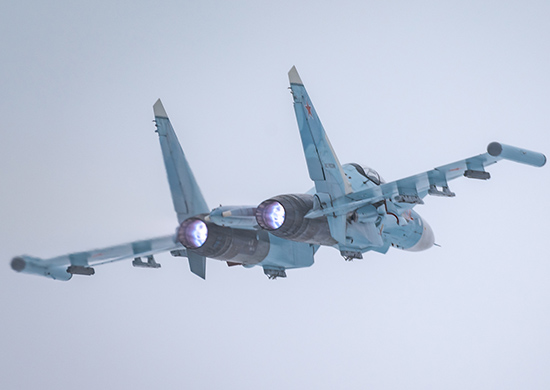 Истребители и ракетоносцы устроили воздушную дуэль в небе над Бологовским районом