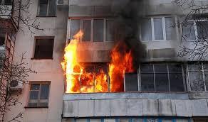В Тверской области дотла сгорела квартира, в которой жила мать с двумя детьми