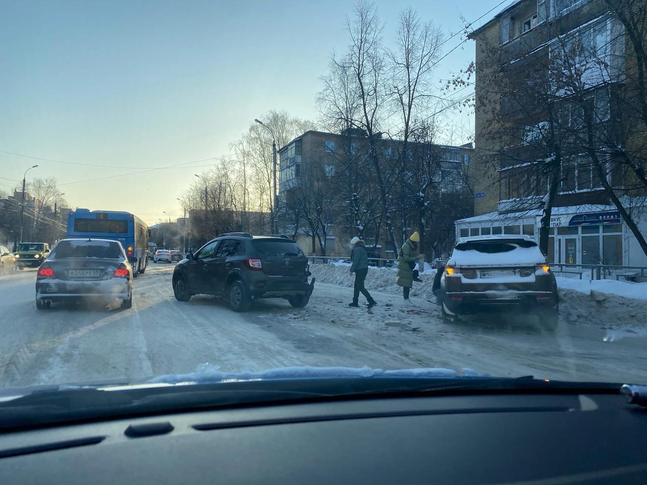 В Твери на улице Горького столкнулись три машины