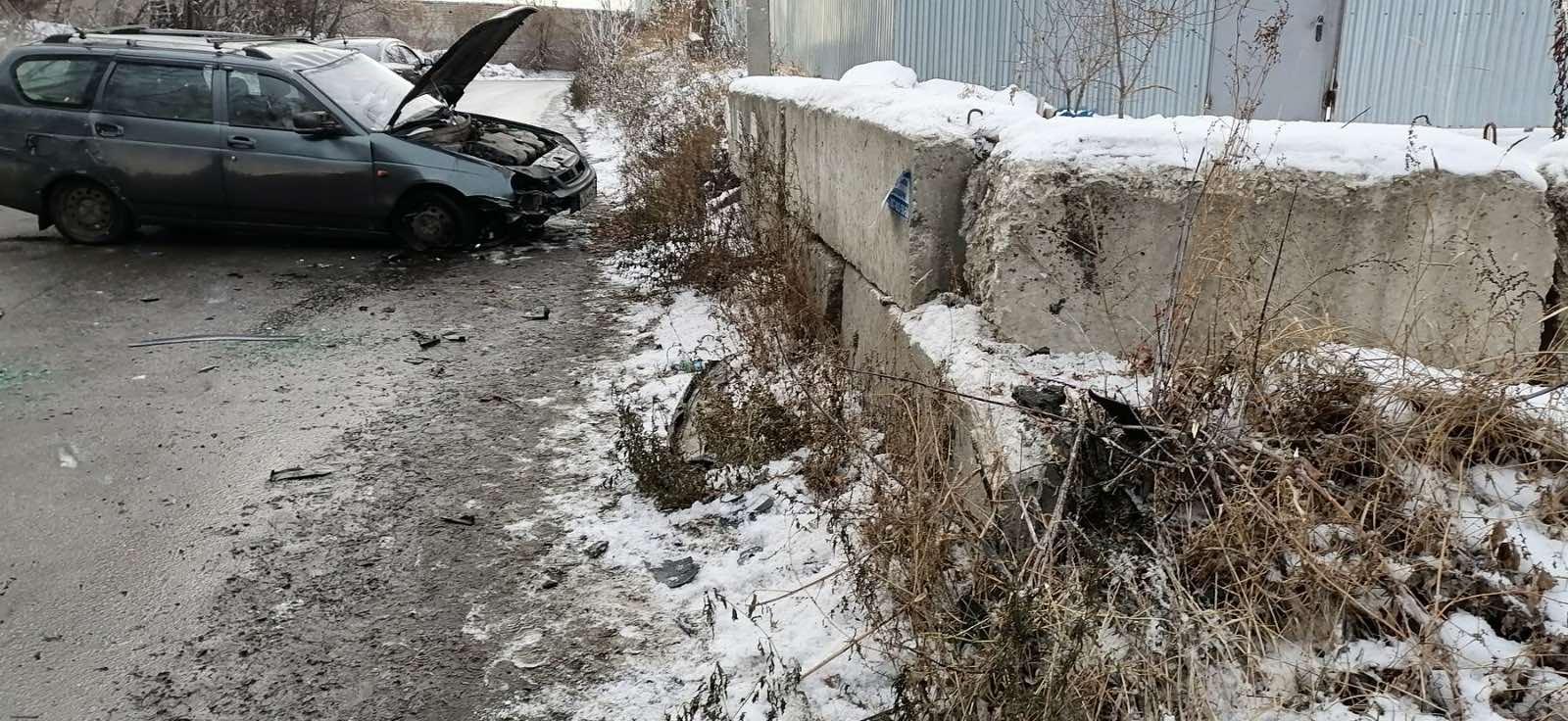 На дороге под Тверью автомобилистка врезалась в ограждение