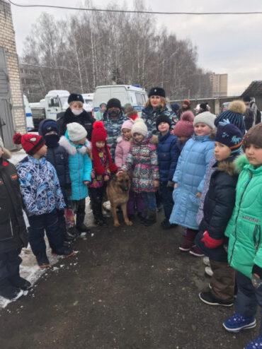 Полицейские Тверской области встретились с учащимися средней школы в отделе МВД