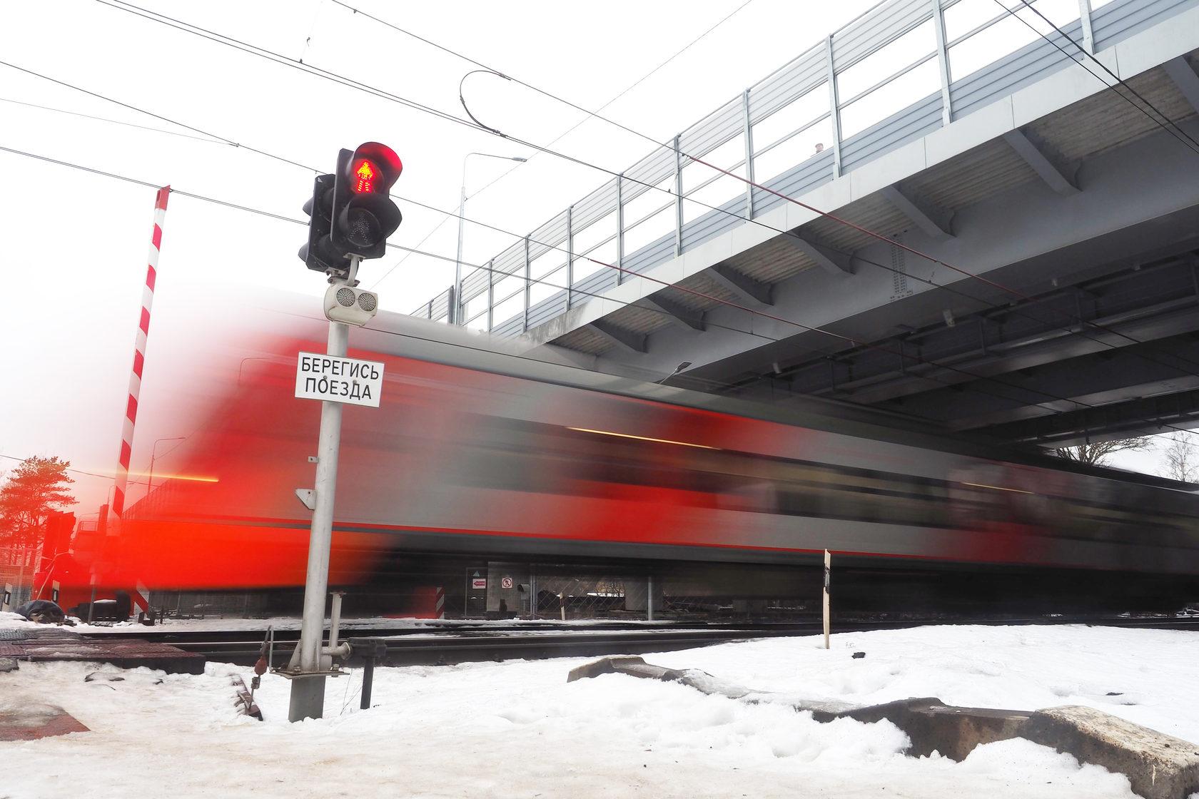 Водитель спас пожилого мужчину на железнодорожном переезде в Тверской области