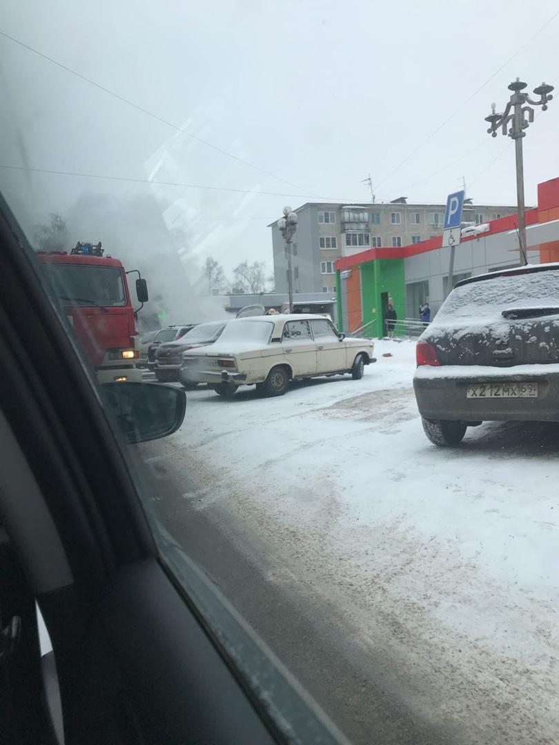 В Твери загорелся автомобиль
