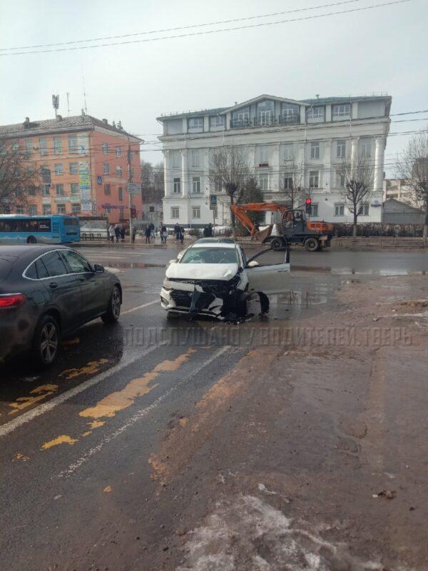 Авария на перекрестке в Твери