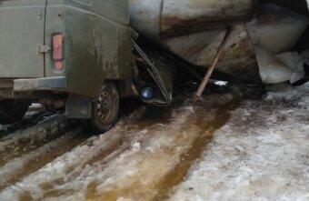 Помяли буханку: в Тверской области рухнула водонапорная башня
