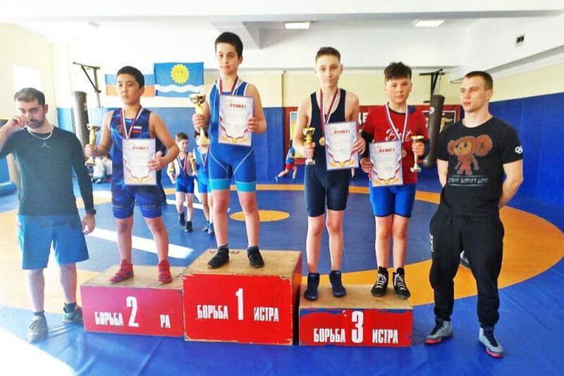 Бронзу на турнире по вольной борьбе взял спортсмен из Канаковского района