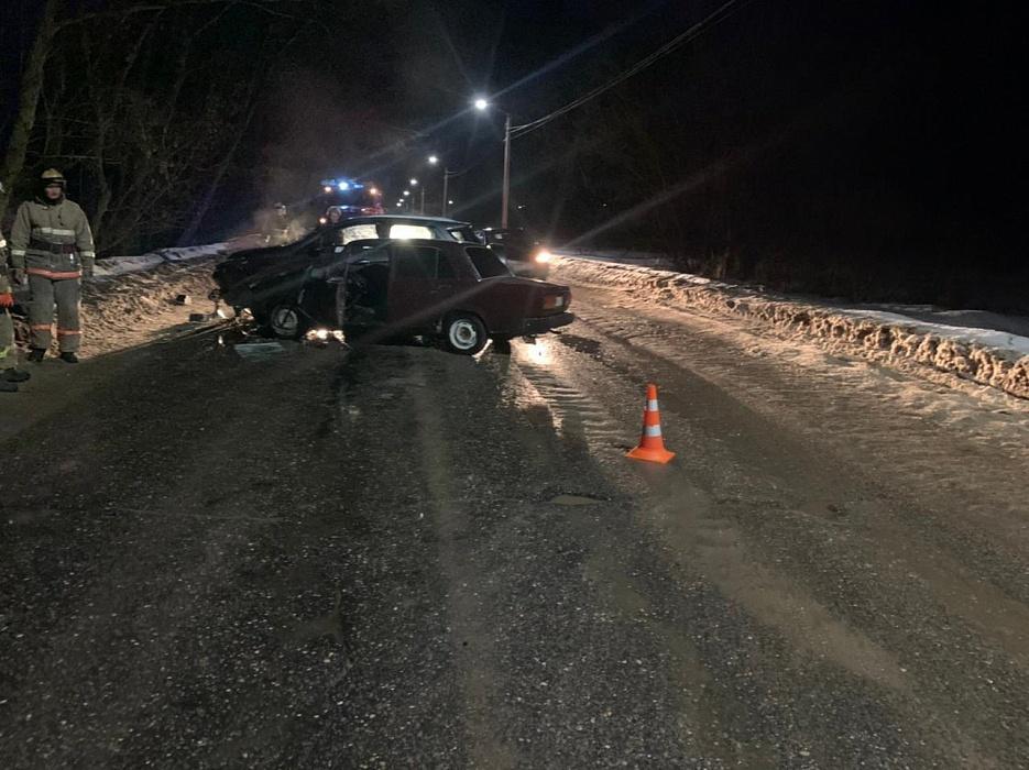 В Кимрах не поделили дорогу два автомобиля